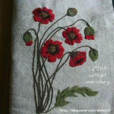 양귀비자수 바늘쌈지.🌿 Copyright ⓒ 소금빛, 염경숙 #소금빛자수 #양귀비 #큰꽃잎수놓기 #바늘쌈지 #모사자수실 #자수재료 #손끝에서피는꽃과자수 #입체자수꽃나무열매 #자수레슨 #자수 #embroidery #needlework Hand Embroidery Flowers, Embroidery Letters, Embroidery Bags, Free Motion Embroidery, Embroidery Hoop Art, Hand Embroidery Patterns, Cross Stitch Patterns, Quilt Patterns, Knitted Poppies
