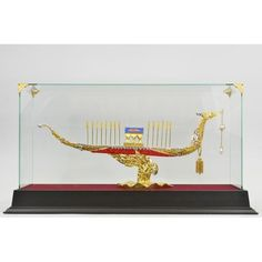 ON SALE !!! 24K Gold Bronze Extra Large Chinese Ship With Ruby Sapphire Jewelry Sculpture Nr...This Is A Real Bronze Coated In 24K Real Gold. Each Sculpture Is Crafted By Hand And Electroplated With A Secret Technique. You Can See The Great Detail And Craftsmanship. It Takes 3-6 Months And More Than 25 Steps To Complete One Piece, Making Each One Unique And Meaningful. The Sculpture Comes In A Beautiful Glass Display And Is The Perfect Way To Show Your Everlasting Love For Your Significant…
