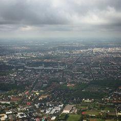 Seht ihr den Fernsehturm in der Sonne glänzen? Hallo Berlin! #rp15 #rp15at Paris Skyline, City Photo, Berlin, Instagram Posts, Travel, Sun, Viajes, Destinations, Traveling