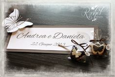 Catellini per tableau, con farfalla dalle doppie ali, realizzata a mano.  seating card, with double butterfly with double wings, made by hand. http://roshel-weddings-and-co.blogspot.it/2015/01/linea-double-butterfy-total-white-o.html