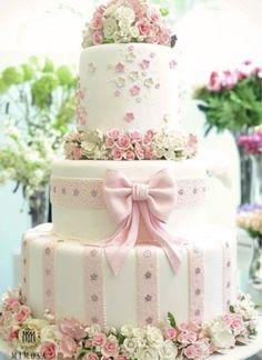 SucraPati Piva para Lalá RudgePiece of CakeNininha SigristCom a chegada do segundo semestre quero contar pra vocês noivas e seguidoras do blog quais foram os bolos de casamento mais que...