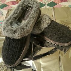 Grey fur lined sweater looking clogs Pair of grey with mixed greys and a Sweater looking slip on clogs with a thick sole, size: 10M by Skechers . Shoes have been worn only a few times have plenty of wear on them. Skechers Shoes Mules & Clogs