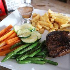 The big easy ,Steak&Chips 200g $7.25 肉肉しく美味しかった😁 #cambodia#sihanoukville#serendipitybeach#steak#beef#thebigeasy#beeflover#カンボジア#シアヌークビル#ステーキ#肉#肉好き#無加工