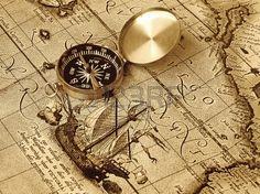 Ein Kompass liegt auf einer alten Karte Stockfoto - 12686383