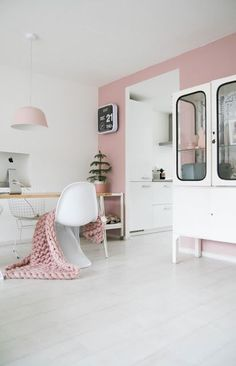 Tiffany Leigh Interior Design: Lilac and Gold/ built in vanity in Style at Home Magazine Bureau Design, Style At Home, Deco Pastel, Pastel Purple, Pretty Pastel, Lavender Room, Vintage Modern, Vintage Industrial, Industrial Style