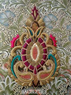 Motif d'embellissement Baroque de tons bijou toutes main brodés en cannetille français