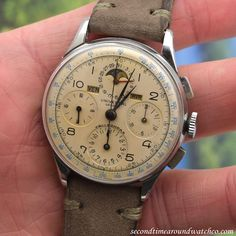 Well that wasn't very long! Moments after putting out this 1945 Universal Geneve Tri-Compax, it was snatched up by a happy customer! Bon Voyage! Here's one for posterity…