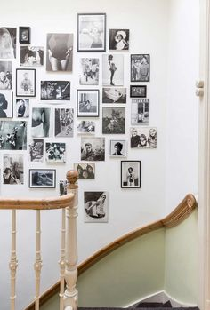 Retro Bohemian Apartment in Netherlands (design attractor) Retro Apartment, Bohemian Apartment, Stairwell Decorating, Staircase Makeover, Retro Home Decor, Inspiration Wall, Luxury Living, Living Room Decor, Home Appliances