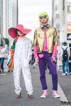 Japanese fashion and beauty school students Juri and Kazuya on the street in Harajuku wearing fashion from Comme des Garcons, H&M, IKEA, Converse & Alice in Wonderland. Full Looks Japanese Streets, Japanese Street Fashion, Tokyo Fashion, College Student Style, Gold Jacket, Black Skinny Pants, Tokyo Streets, Full Look, Cuffed Pants