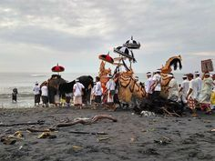 Beautiful scenes all across Bali's beaches today as purification rituals for Nyepi begin. Photo by @kd_puspitasari  Melasti  Melasti is part of ceremony before Nyepi Day in Bali. #nyepi#hindu #melasti#ceremony
