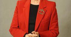 Obras que marcaram a trajetória da atriz Fernanda Montenegro. Aos 84 anos de idade, Fernanda Montenegro não para de trabalhar. Considerada uma unanimidade tanto pelo público quanto pela crítica especializada, ela é conhecida como a dama do teatro, do cinema e da televisão do Brasil. Única mulher brasileira já indicada ao Oscar, a atriz participou de quase 100 peças de teatro, uma série de telenovelas e ...