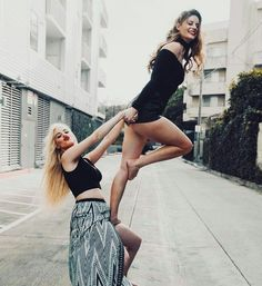 Pin by 💜christina_uchiha__hyuga💙 on lele pons & friends Best Friend Poses, Best Friend Pictures, Bff Pictures, Friend Photos, Bff Poses, Friendship Photography, Hannah Stocking, Best Friends Forever, Picture Poses