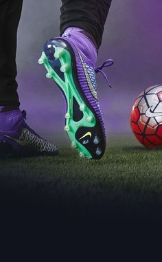 Nike Football Boots, Soccer Boots, Nike Soccer, Play Soccer, Football Cleats, Soccer Photography, Ronaldo Football, Nike Cleats, Soccer Skills