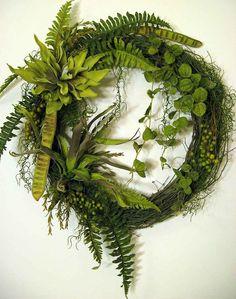Foliage wreath - a contemporary twist - grapevine wreath, faux ferns, faux… Deco Floral, Arte Floral, Arrangements Funéraires, Corona Floral, Green Magic, Funeral Tributes, Sympathy Flowers, Funeral Flowers, Front Door Decor