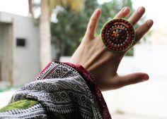 ♥ MANDALA ♥     Auffallend durch seine extra große schmucke Ringscheibe,   verleiht dieses Prachtstück jedem Outfit den letzten Schliff!     Die besti