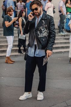 The Best Street Style From Paris Fashion Week Men's Fashion Week Hommes, Mens Fashion Week, Look Fashion, Paris Fashion, Fashion Outfits, Fashionable Outfits, Fashion Ideas, Fashion Trends, Men's Street Style Paris