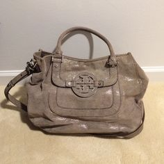 Tory burch Amanda hobo Khaki colored with silver tone hardware. Very gently used, only minor signs of wear on the bottom (see last pic). Versatile color, great bag just too big for me. Includes original dust bag Tory Burch Bags Hobos