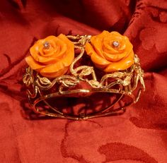 Coral roses bracelet  Bracelet in 18 kt yellow gold, roses in high quality cerasuolo coral, dimensions of rosa cm 2,9 total weight grams 77 (only roses in coral 50 grams). Dogale Jewellery Venice