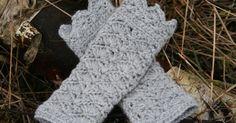 Det sidste stykke tid har jeg leget lidt med krydsede stangmasker. Jeg har blandt andet hæklet disse pulsvarmere, hvor der hækles et stang... Crochet Mittens, Crochet Gloves, Crochet Scarves, Knit Crochet, Crochet Wrist Warmers, Arm Warmers, Diy Fashion Accessories, Crochet Accessories, Yarn Projects