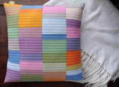 charming throw pillow in pastel scrappy colors. Patchwork Cushion, Quilted Pillow, Quilting Projects, Sewing Projects, Diy Pillows, Throw Pillows, Modern Pillow Covers, Pillow Tutorial, Doormats