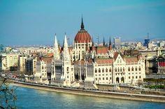 Edifício do Parlamento Húngaro, visto dos mirantes do Castelo de Buda. Budapeste. http://fuievouvoltar.com