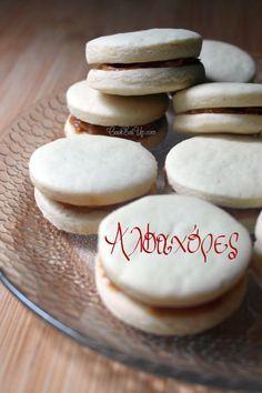 Αλφαχόρες (Alfajores) ⋆ Cook Eat Up! Gourmet Recipes, Sweet Recipes, Healthy Recipes, Easy Cooking, Biscotti, Food Print, Love Food, Cupcake Cakes, Cupcakes