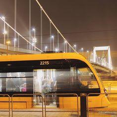 #budapest #tram #night #citylife #momentsinbudapest hello @bkkbudapest #canonhun #dslr #oriandras