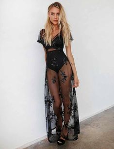 Heated Dress - Black Sequins Best Picture For beach Festival Outfits For Your Taste Y Festival Looks, Festival Mode, Festival Wear, Edm Festival, Music Festival Outfits, Music Festival Fashion, Black Festival Outfit, Black Sequin Dress, Black Sequins