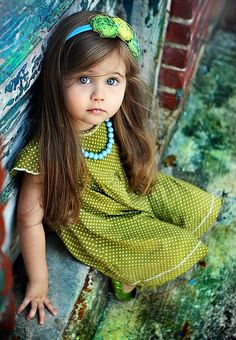 Beautiful child & I love green and blue together.