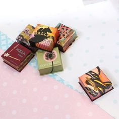 Which box o' powder did you reach for this morning, gorgeous? #benefitbeauty