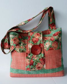 Novice Beginnings: QUILTED ROSE CHARM  BAG - FREE TUTORIAL