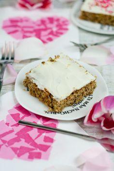 Fit und gesund in den Muttertag mit Rübli Walnuss Schnitten // Carrot Cake by http://babyrockmyday.com/ruebli-walnuss-schnitten/