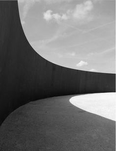 Sculpture by Richard Serra. #Frassk #FrasskInspiration #RichardSerra #sculpture