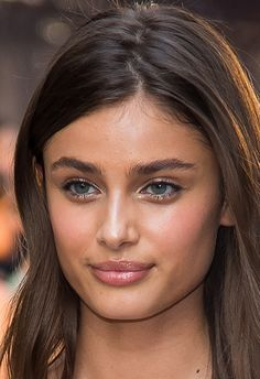 ASOS Fashion & Beauty Feed: Victoria's Secret Angel Taylor Hill's natural eyebrows and luminous makeup look Bushy Eyebrows, Natural Eyebrows, Thick Eyebrows, Taylor Hill, Best Eyebrow Brush, Luminous Makeup, Beauty Makeup, Hair Makeup, Beauty Tips