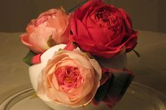 {Inviting trio of old garden Roses by Naomi Yamamoto} Fondant Rose, Buttercream Flowers, Cake Decorating Techniques, Decorating Cakes, Sugar Paste Flowers, Fab Cakes, Chocolate Flowers, Rose Tutorial, David Austin Roses