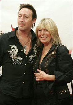 Julian Lennon & His Mother, Cynthia Lennon.       *****Murilo Vidal.