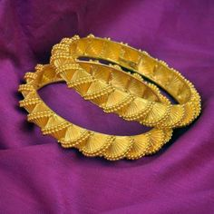 25 Latest designs of gold bangles - Kurti Blouse Gold Bangles For Women, Gold Bangles Design, Gold Earrings Designs, Gold Jewellery Design, Gold Jewelry, India Jewelry, Gold Necklace, Bangle Bracelets With Charms, Bangle Set