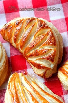 Chaussons aux pommes maison facile – Basic Homemade Bread Recipe – The healthiest bread to make? Pan Rapido, Mousse Au Chocolat Torte, Compote Recipe, Desserts With Biscuits, Brioche Bread, Homemade Applesauce, British Baking, Bread And Pastries, Fermented Foods