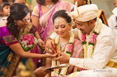 Malaysian Hindu Wedding, Sri Maha Mariamman Temple in Kuala Lumpur: Kishore + Michelle http://www.emotioninpictures.com/malaysian-hindu-wedding-sri-maha-mariamman-temple-kishore-michelle