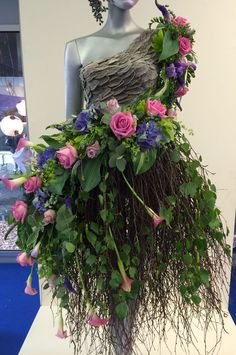 RHS Chelsea Flower Show London . - goinggray - RHS Chelsea Flower Show London - Design Floral, Deco Floral, Arte Floral, Fairy Dress, Fairy Princesses, Fantasy Dress, Fantasy Hair, Fantasy Makeup, Floral Fashion