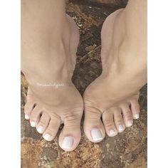 #pesfemininos #footlovers #feet #feet #pezinhos #dedinhos #feetlove #sexyfeet #toes #brazilianfeet #meuspés #footfetish #pezinhosdedinhos #missladyfeet