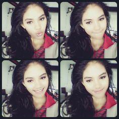 rambut berantakan -,-. biarin yg penting tetap Senyum dan sadar kamera, Hahaha :D