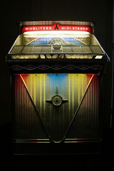 Wurlitzer 2400 jukebox, 200 selections, Hi-Fi Stereophonic Jukebox, Rock And Roll, Antique Record Player, Night Bar, Music Machine, Record Players, Phonograph, Radios, Piano