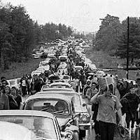 is the Anniversary of the Woodstock, NY Peace and Music Festival. August the Woodstock Music Festival opens on a patch of farmland in the upstate New York town of Bethel. Woodstock Hippies, 1969 Woodstock, Woodstock Music, Woodstock Photos, Woodstock Festival, Old Photos, Vintage Photos, We Will Rock You, Joan Baez