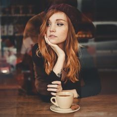 Photography urban woman faces 62 new ideas Coffee Shop Photography, Urban Photography, Photography Women, Portrait Photography, Light Red Hair, Ginger Girls, Coffee Girl, Redhead Girl, Portrait Inspiration