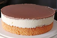 Banana cake by pedi Yogurt Cake, Vanilla Yogurt, Vanilla Cake, Detox Smoothie Recipes, Smoothie Recipes For Kids, Mini Desserts, Friends Cake, Chocolate Bark, Easy Food To Make