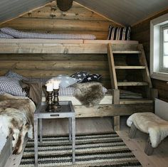 Cosy country cabin rooms - Would make a nice bunk house Cozy Cabin, Cozy House, Cabin Chic, Guest Cabin, Winter Cabin, Cozy Winter, Cabin Homes, Log Homes, Ideas De Cabina