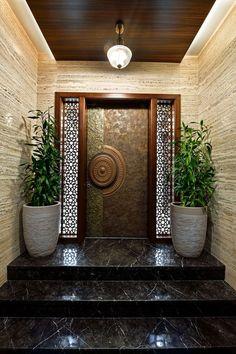 House Main Door Design, Main Entrance Door Design, Wooden Main Door Design, Home Entrance Decor, Room Door Design, Door Design Interior, Bungalow House Design, Small House Design, Flur Design