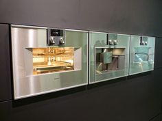 Gaggenau brengt twee nieuwe series bakovens uit. De apparaten uit de 400 serie hebben een gering uitstekend front, de apparaten uit de 200 serie worden volledig vlak geïntegreerd ingebouwd.