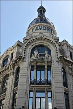 """""""Este edificio está  en el centro de Rosario. Ex Tiendas La Favorita, actualmente una sucursal de la cadena Falabella"""""""